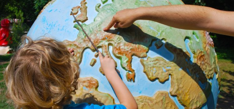 8 tips for traveling with young children